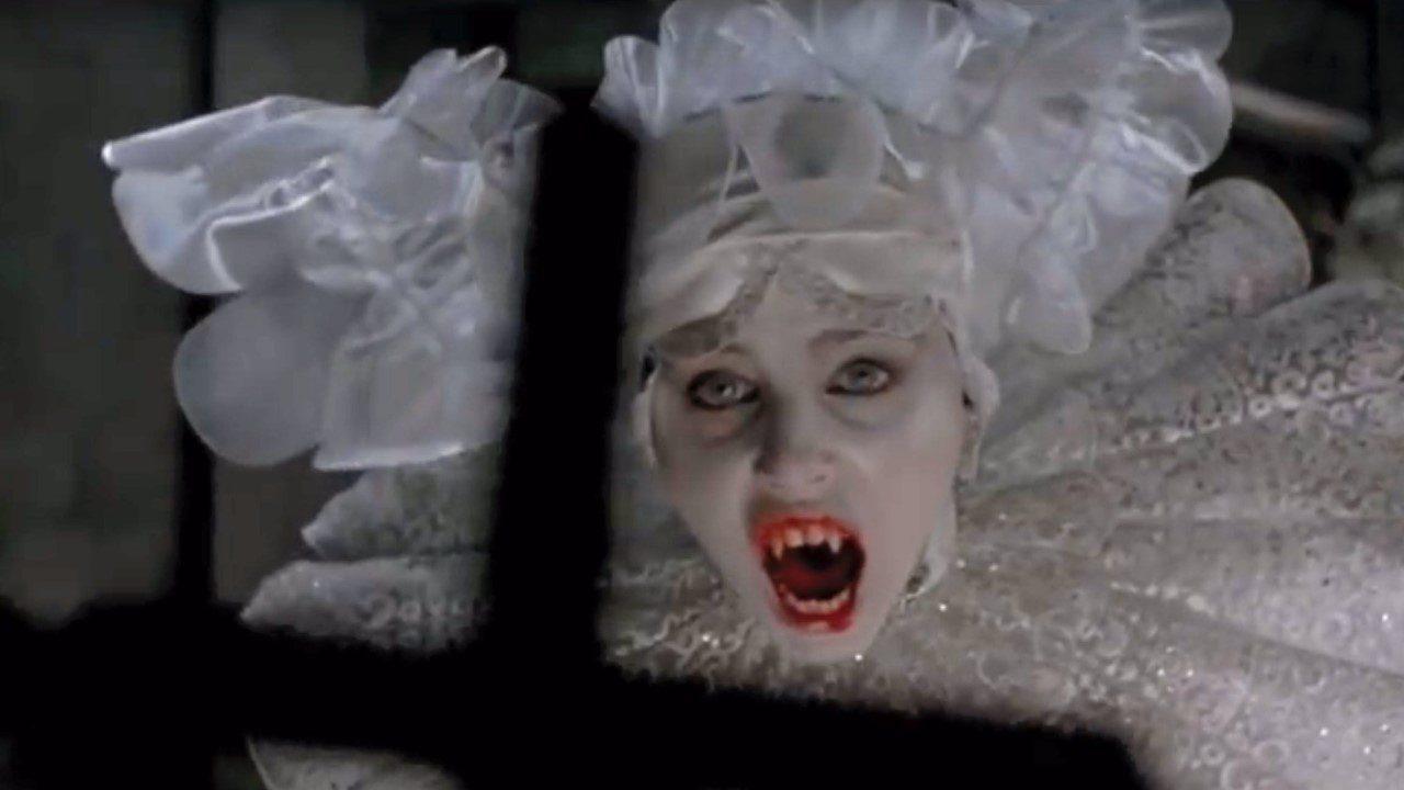 'Bram Stoker's Dracula': Bộ phim kinh điển đã bị vặn xoắn so với nguyên tác như thế nào?